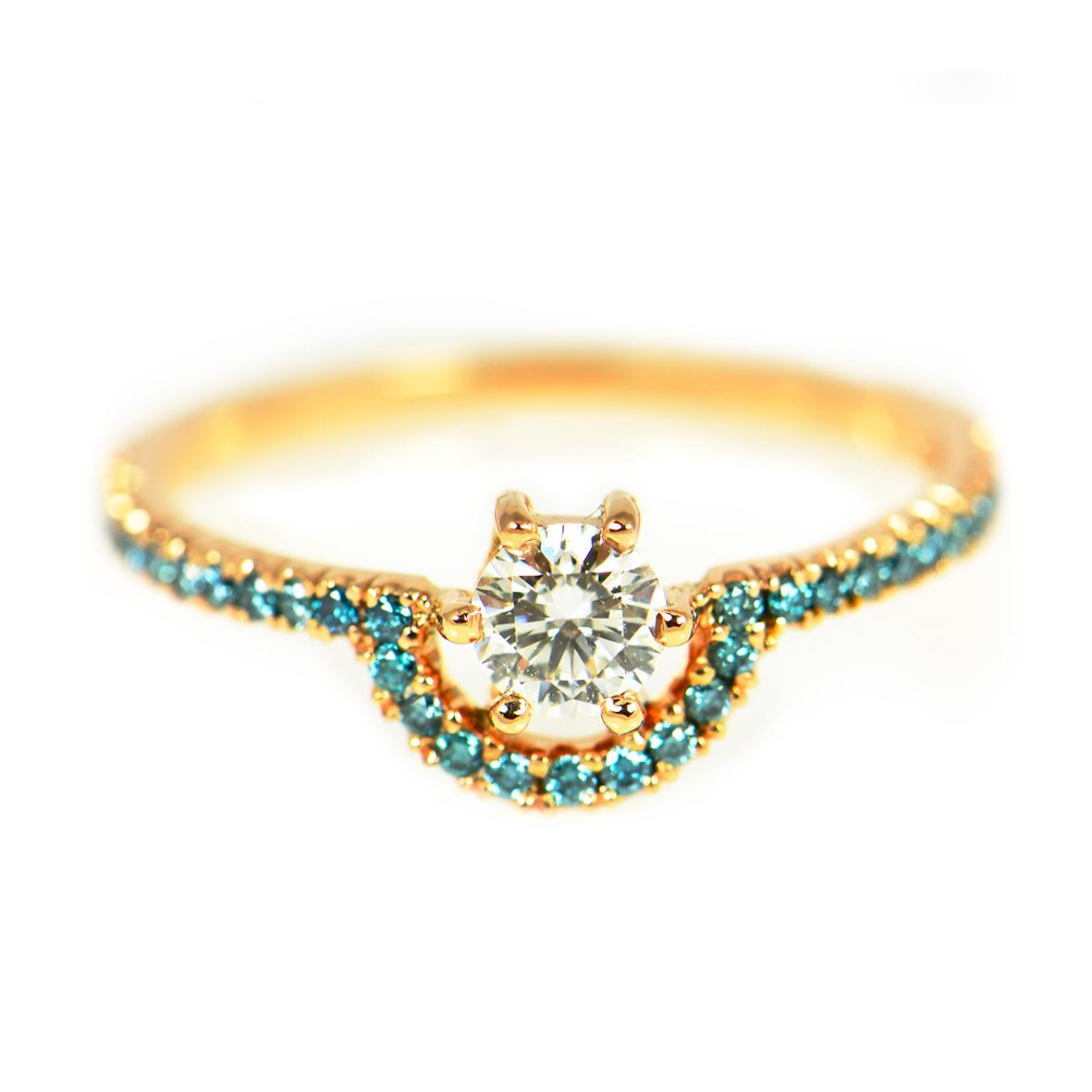 Pierścionek z różowego złota 750 i niebieskimi brylantami