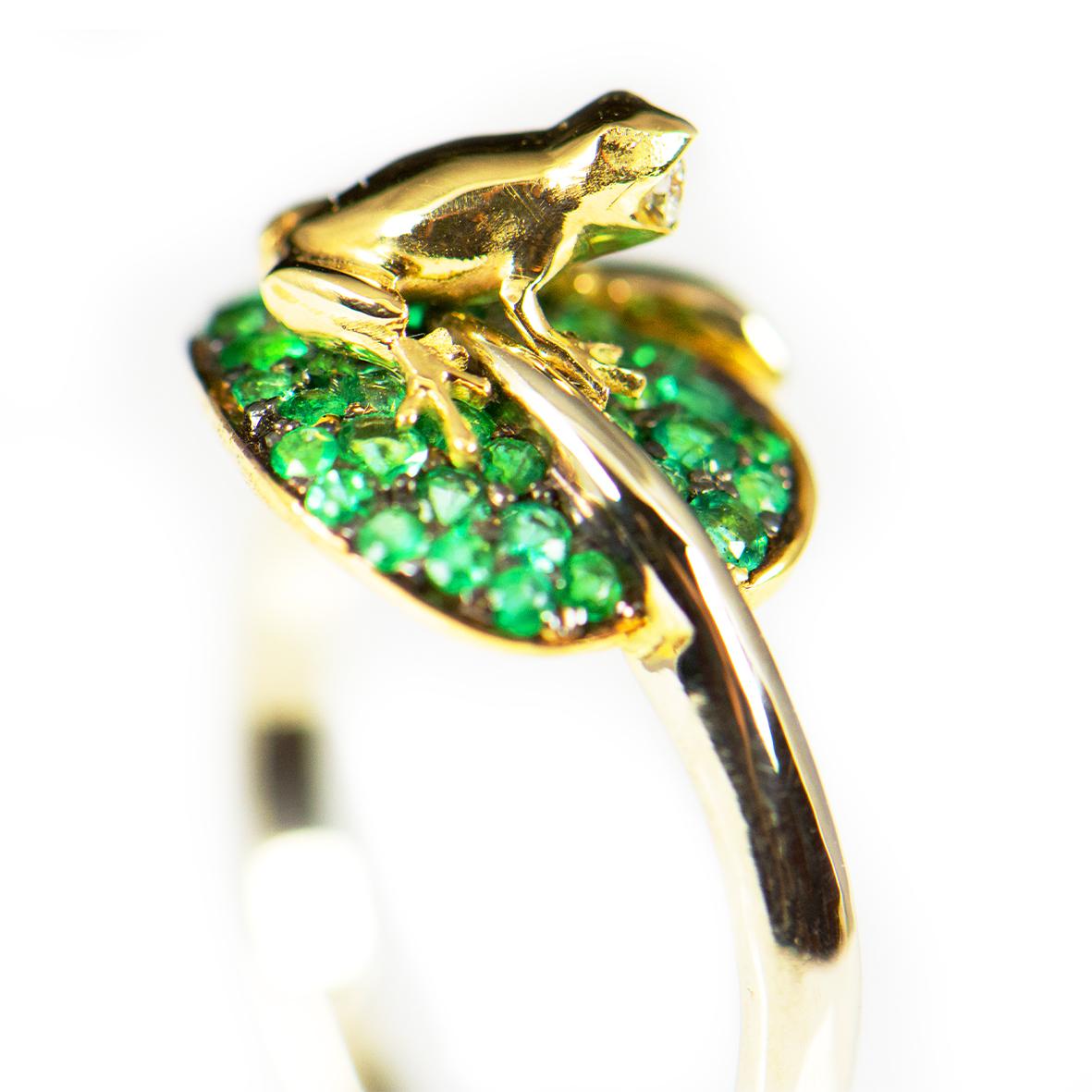 pierścionek żabka na liściu