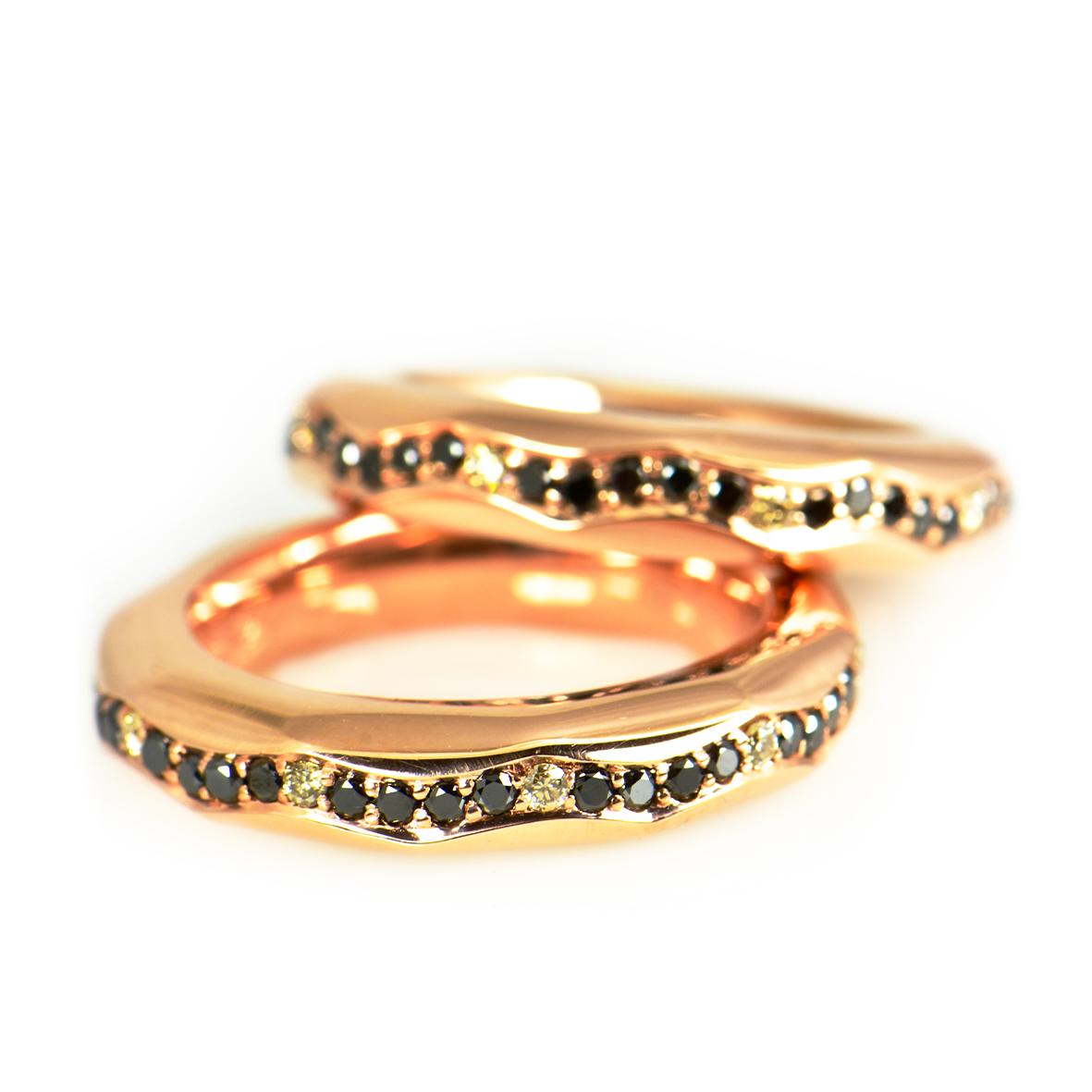 Z różowego złota z czarnymi i koniakowymi diamentami